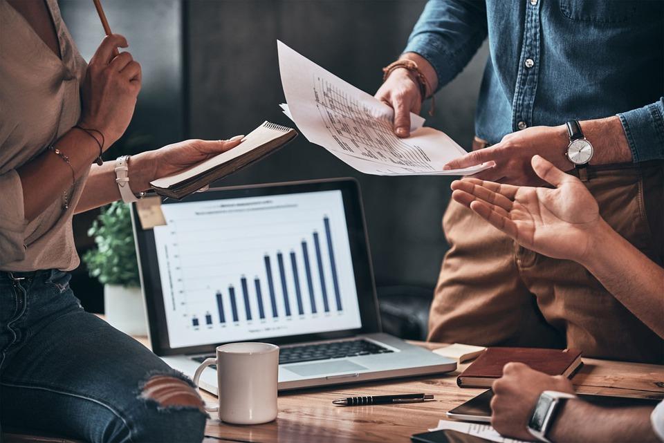 Zdecydowana większość firm planuje wzrost zatrudnienia i płac w 2021 r.